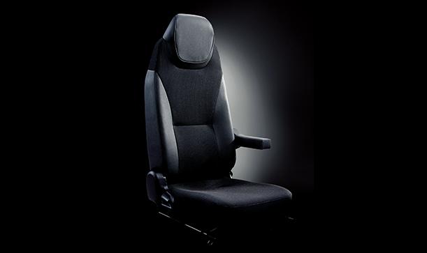 座り心地がよく、疲れにくい運転席シート